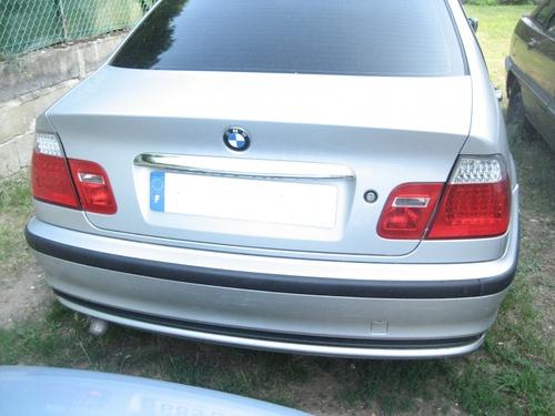 Malle arrière, baguette coffre chrome, feux led rouge et blanc type M3