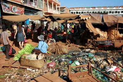 Blog de images-du-pays-des-ours :Images du Pays des Ours (et d'ailleurs ...), Vue partielle du marché de Banlung - Rattanakiri - Cambodge