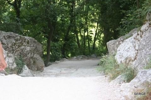 Fontaine-du-Vaucluse-4231--800x600-