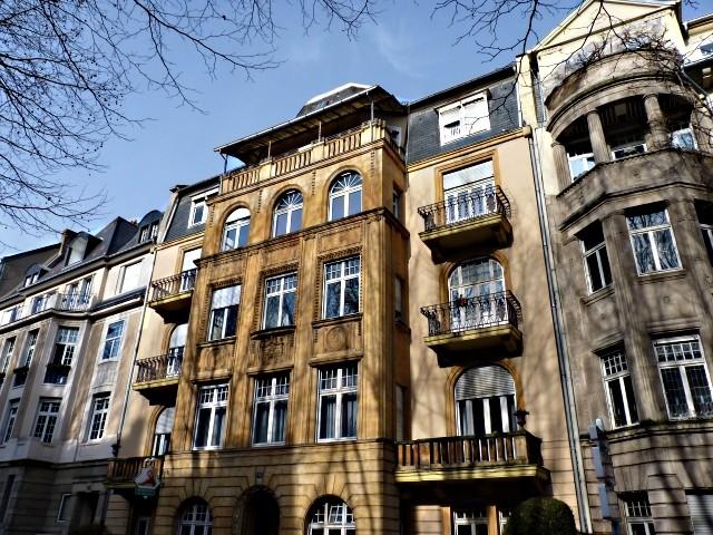 Avenue Foch de Metz 17 04 02 2010
