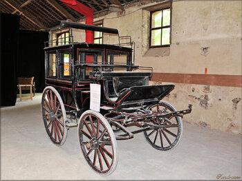 Photos véhicules hippomobiles : l'omnibus (Haras de Vendée)