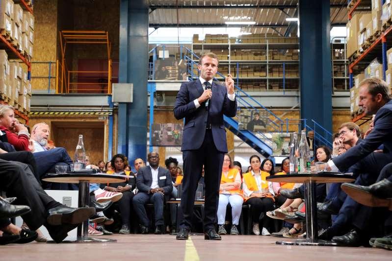 """Macron à l'offensive sur l'immigration, """"électoralisme"""" pour RN et LR"""