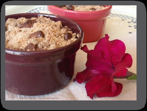 Crumble aux poires, noisette pralinée et chocolat fondant
