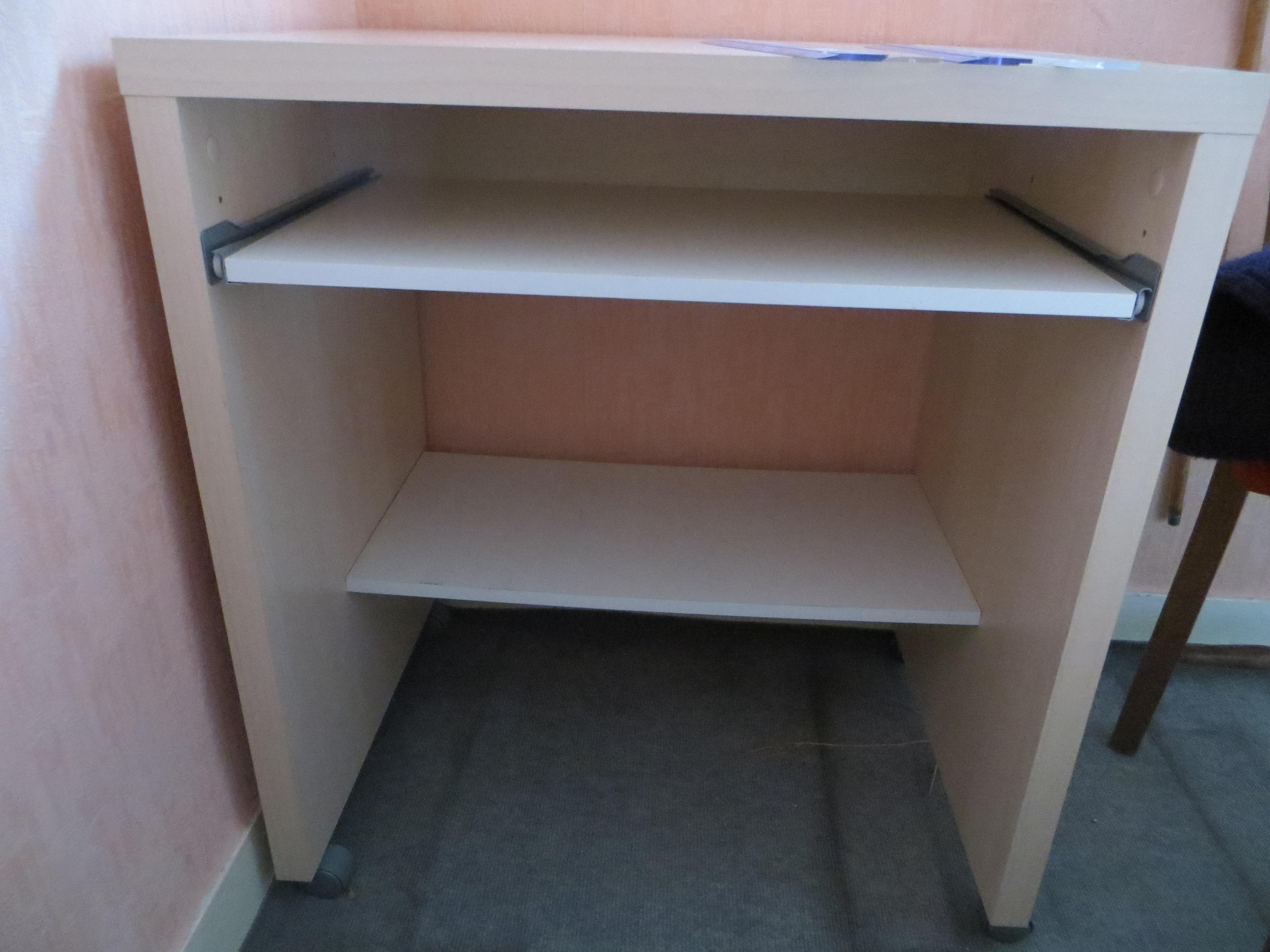 Annoncée sur le bon coin également un bureau meuble pour