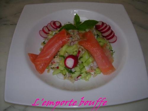 Salade de blé, concombre, crevette, saumon fumé et menthe fraiche