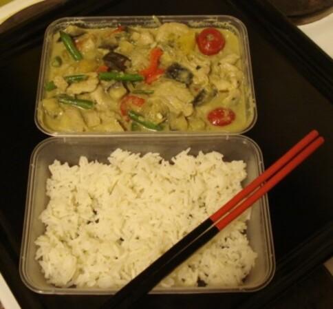Kaeng Kiaw Wan Gai (แกงเขียวหวานไก่) - Curry vert de poulet & légumes