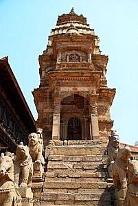 5540614-vieilles-statues-bouddhiques-sur-bhaktapur-square-k