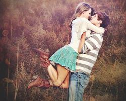 *Le 10 comportements d'une fille amoureuse