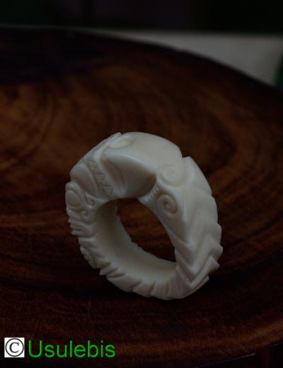 Blog de usulebis : Usulebis ,Artisan créateur de bijoux polynésiens , contact : usulebis@hotmail.fr, Bague en os