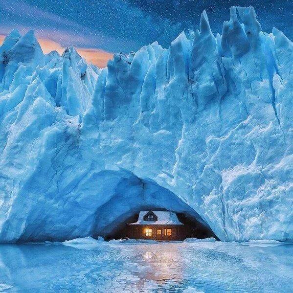 Tehlim 147:17 Il lance sa glace par morceaux; Qui peut résister devant son froid ?