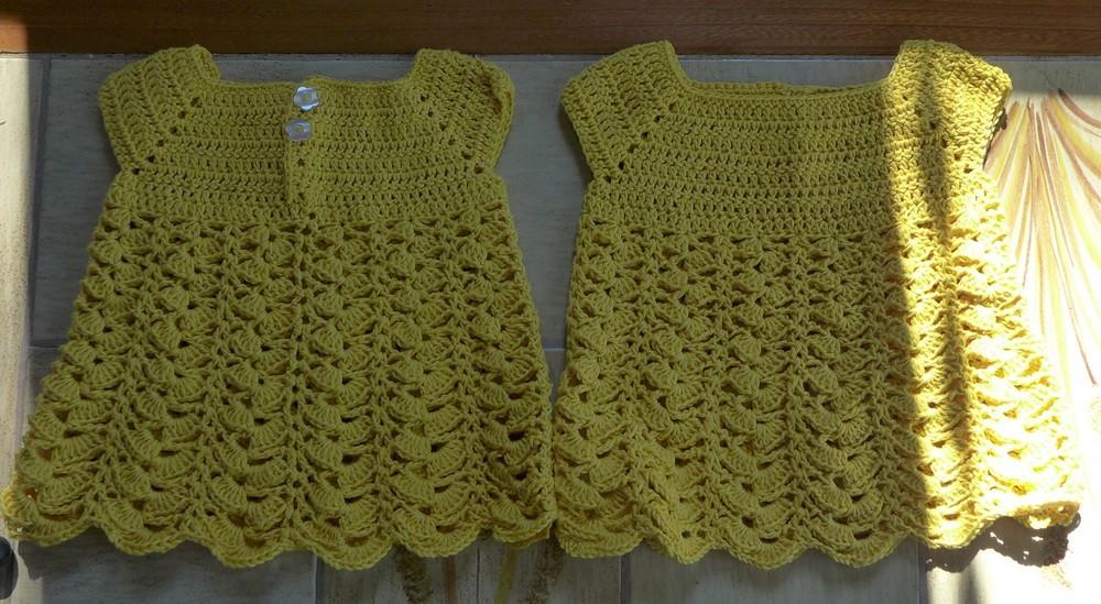 Deux petites robes au crochet pour les cousines...