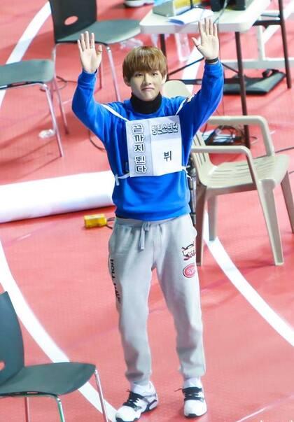 18/01/2016 MBC Idol Star Athletics Championship Taehyung