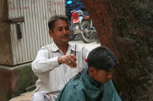 un coiffeur de rue