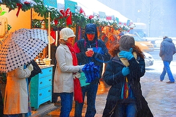 ny_columbus_circle_holiday_market_in_the_snow_17_871
