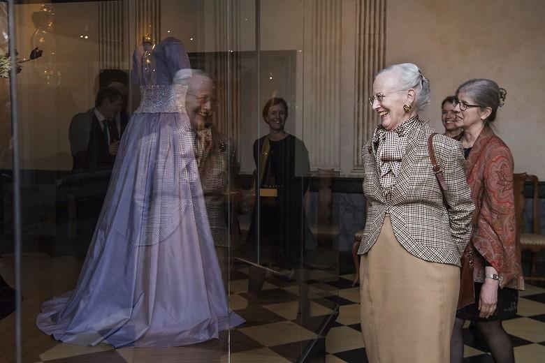 """""""Fra Dronningens Garderobe"""""""