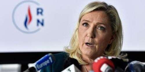 """""""Livre noir"""" sur le coronavirus : Marine Le Pen fait le procès de Macron et de son gouvernement"""