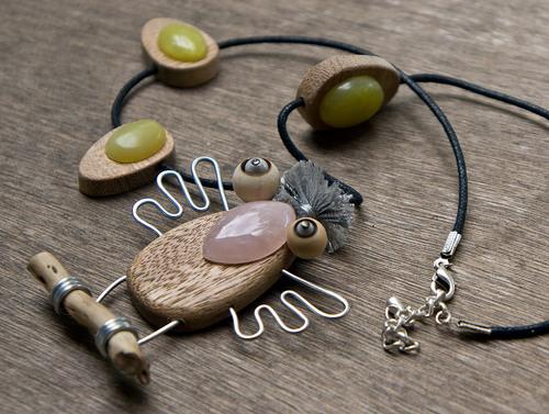 collier bois et pierres fines