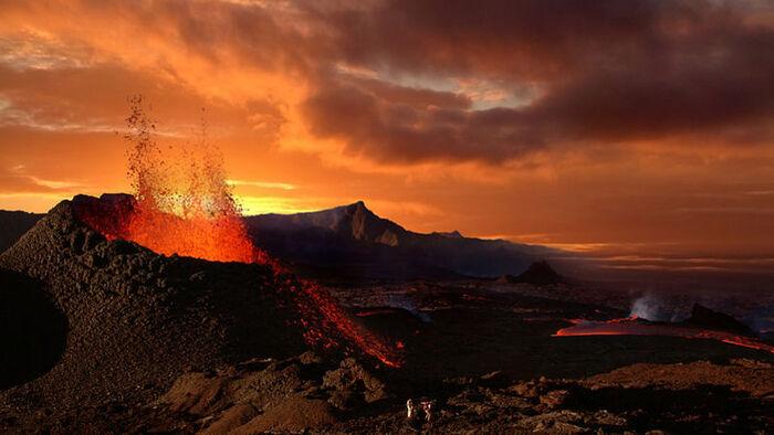 Le Volcan Du Piton De La Fournaise À L'île De La Réunion...  L'Image Magique & Fascinante