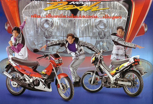 Insolites, ridicules, moches : les pubs et la moto