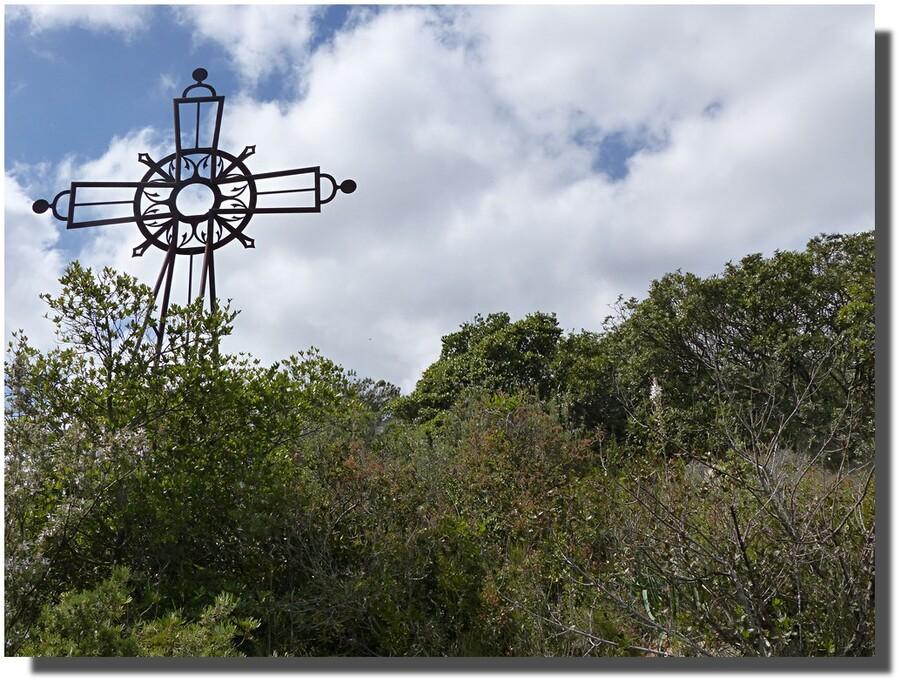---enfin, on la touche  presque du doigt...une pensée émue pour Saint Jean du Doigt -près de Morlaix-...cherchez l'asphodèle...
