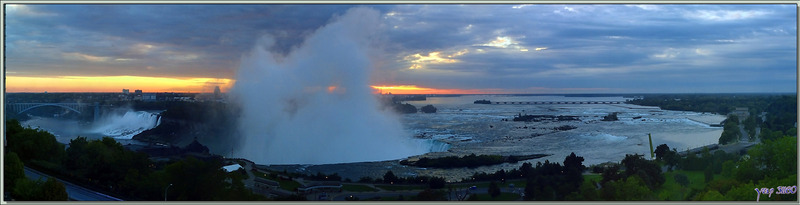 Vue panoramique du lever de soleil derrière le Fer à Cheval - Chutes du Niagara - Ontario - Canada