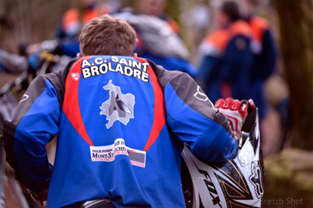 VTT Roches-du-Diable -Une fois la descente réalisée hommes et vélos doivent remonter