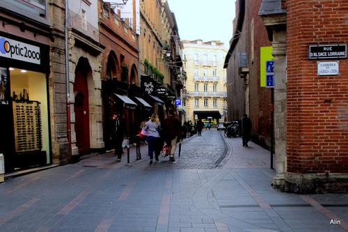 Marcher dans les rues de Toulouse ...