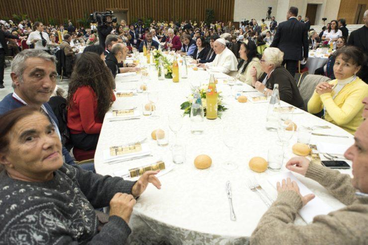 Journée mondiale des pauvres, déjeuner salle Paul VI © L'Osservatore Romano