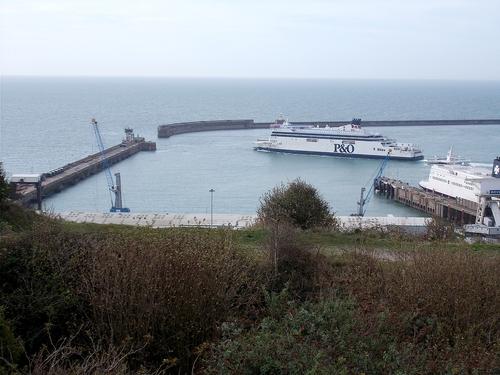 * Vues sur le port de Douvres