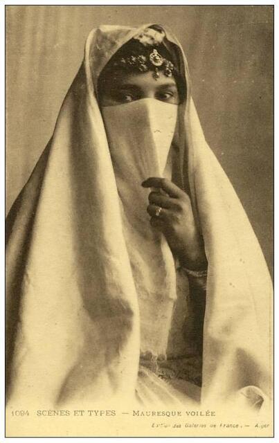 Femme voilée Afrique du Nord