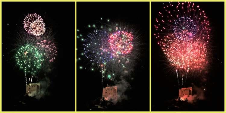L'image contient peut-être: feux d'artifice, nuit et plein air