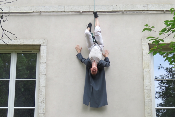 Le dernier spectacle de la saison du Théâtre Gaston Bernard a eu  lieu en plein air, sur la façade de l'hôtel de ville de Châtillon sur Seine...