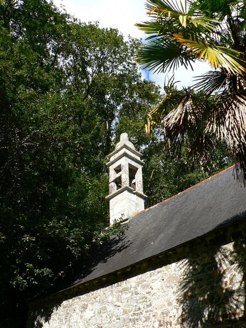 Une belle porte de la Chapelle du Folgoat