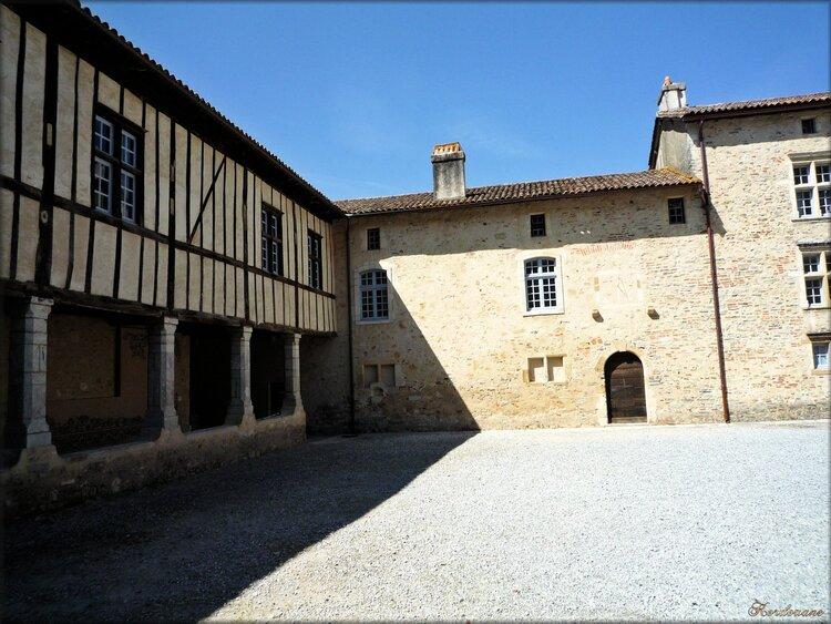 Photo du cloître de l'abbaye d'Arthous à Hastingues