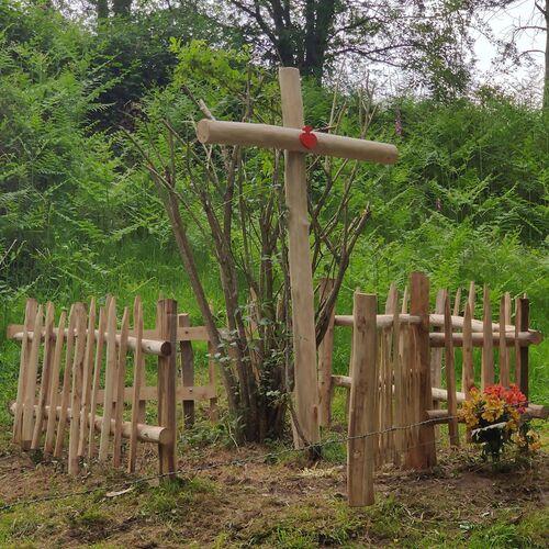 """Une nouvelle croix pour le """"Val des Martyrs""""...."""