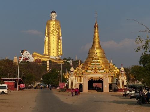 les bouddhas géants de Khatakan Taung près de Monywa
