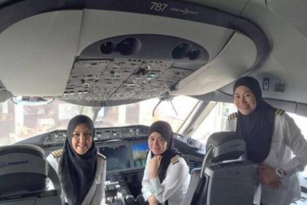Un équipage 100% féminin atterrit où elles ne peuvent pas conduire de voitures