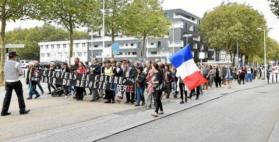 Les anti-passe sanitaire ont défilé encore ce samedi après-midi dans les rues de Lorient.