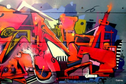 Canal du Midi: murs peints!