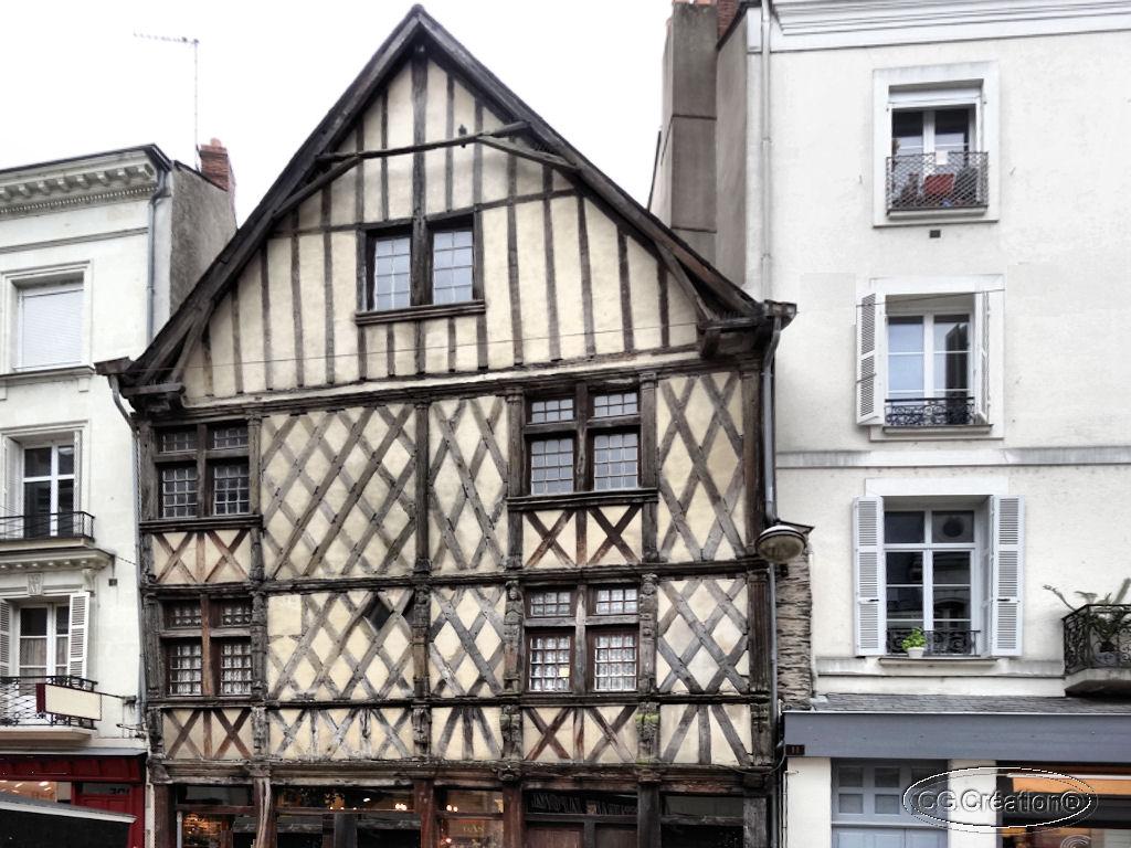 Angers : où se trouve cette maison à pans de bois ?