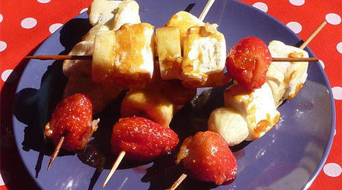 Brochettes de fruits et marshmallows