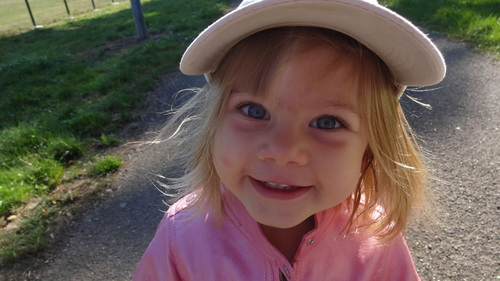 bonne soirée à vous, ma petite fille adèle 3 ans,  ce jour