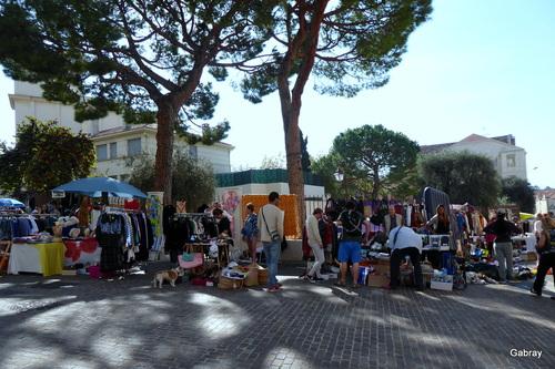 Cannes: un marché le dimanche dans  les rues...