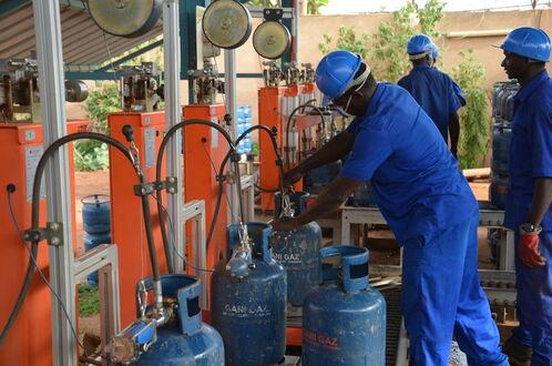 Station de remplissage de bonbonnes de gaz, à Niamey, le 20 juillet 2015