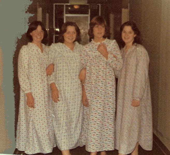 Nuit Anciennes Femmes Chemise Photos Couleur En De Ygy7b6f