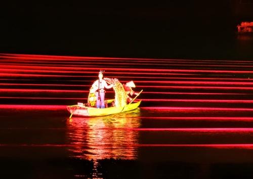 Yangshuo; spectacle sur l'eau, suite;