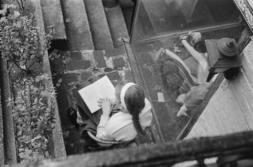 1- Jeunes filles lisant- photographies