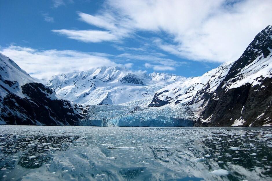 Surprise-Glacier-Alaska-940x626
