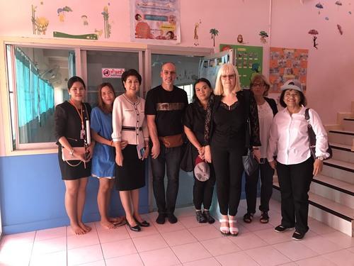 visite des enfants parrainés et dons aux orphelinats
