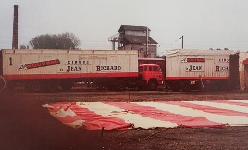 Montage du Nouveau Cirque de Jean Richard ( archives Eric Langlois)